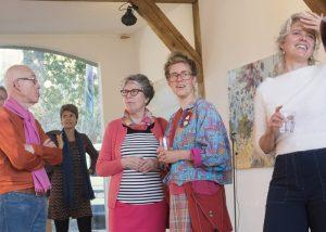 bezoekers op de expositie Lichtgewicht in Atelier Het Bouwhuis